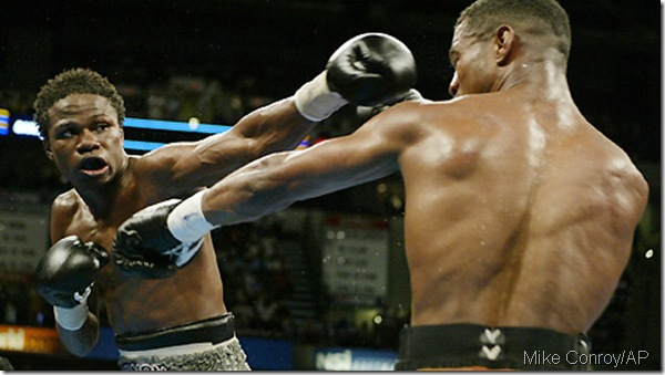 Vernon Forrest (left) trades blows with Shane Mosley